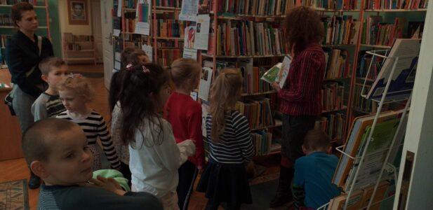 Delfiny z wizytą w bibliotece Bromby i przyjaciół